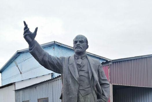 Памятник Ленину выставили на продажу в Петропавловске. Цена экспоната 9 млн тенге