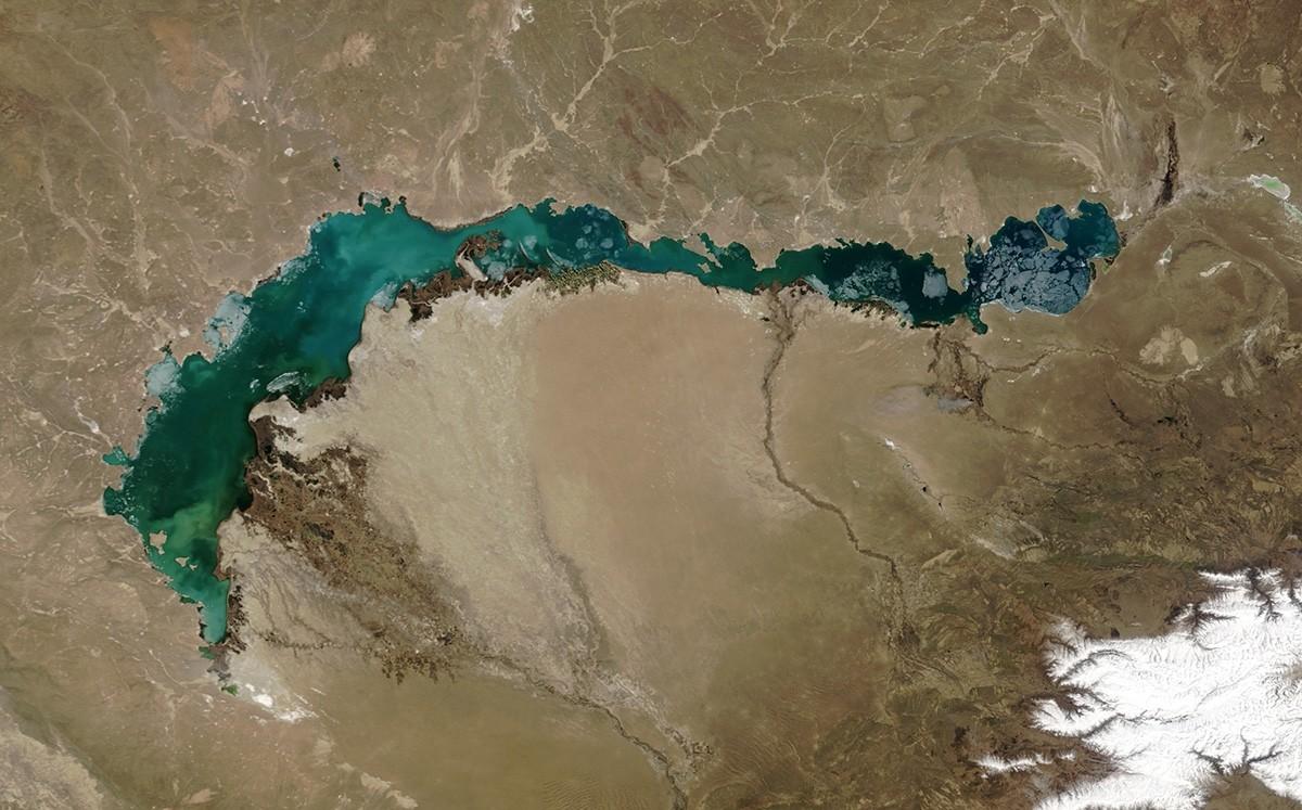 Китай намерено «убивает» крупнейшее озеро Казахстана?