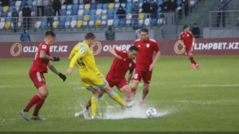 """""""Не футбол, а издевательство"""". Поле стадиона """"Туркестан-Арена"""" не справилось с проливным дождем"""