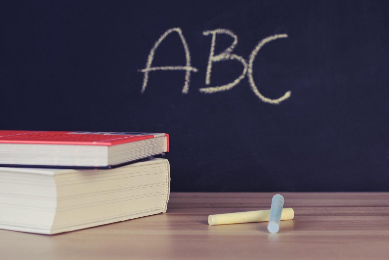 Переход на латиницу и 12-летнее обучение школы начнут с 2023 года
