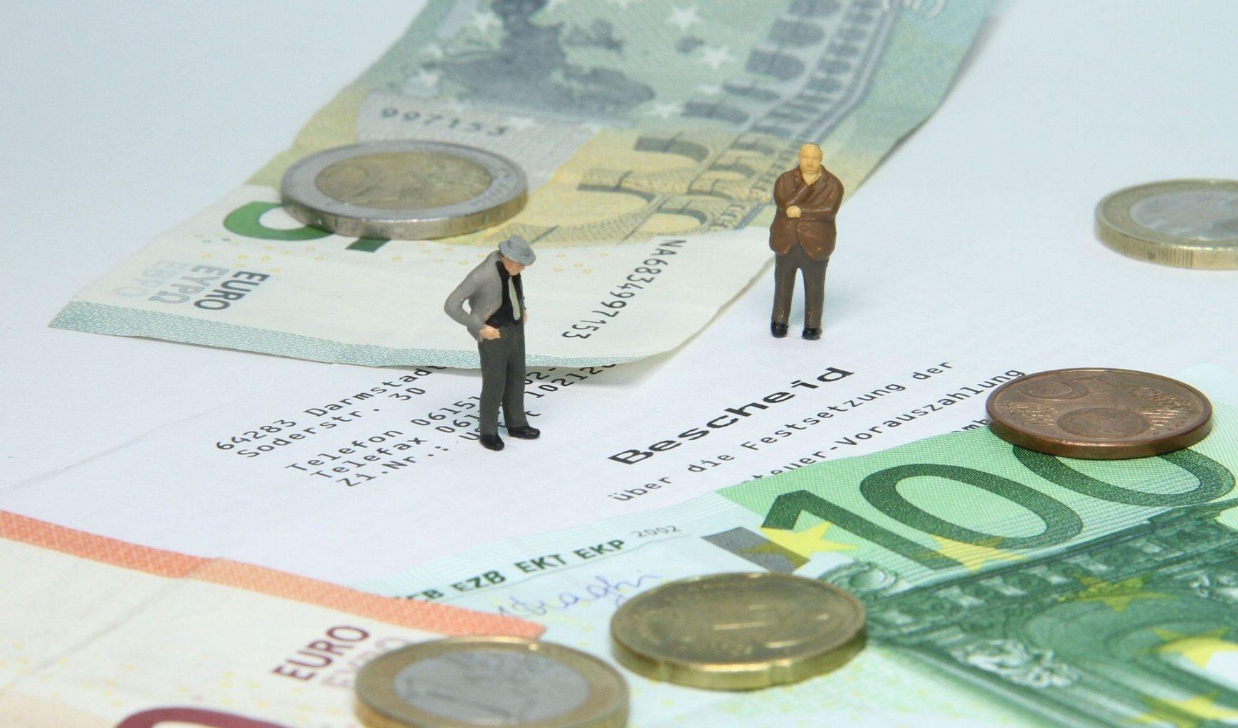 «Фискалы готовы додушить тех, кто выжил», — мажилисмен о налогах на мобильные переводы