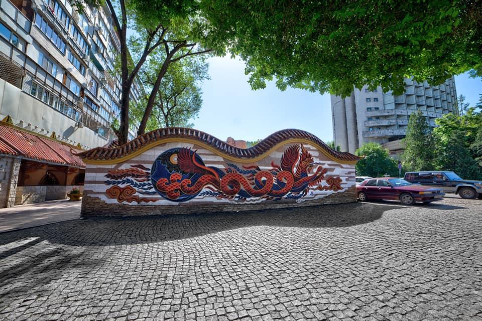 Убить дракона: мозаику известного художника уничтожили в Алматы. Как отреагировали горожане?