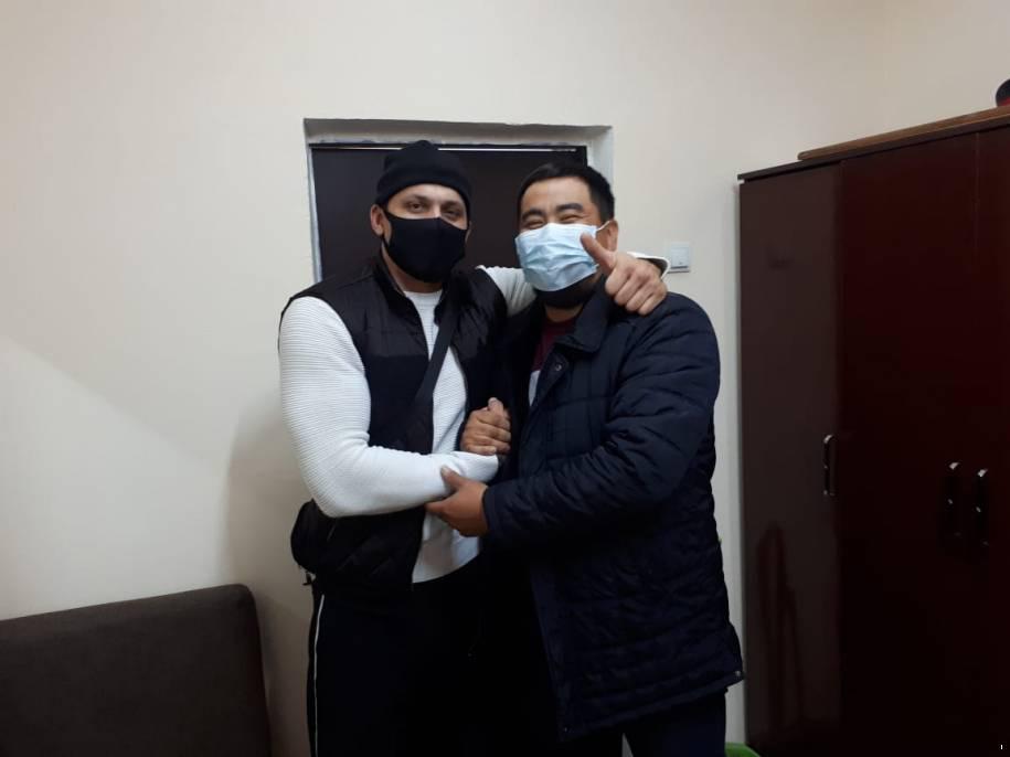 """Участники драки на """"Алтын Орде"""" принесли извинения друг другу и сделали совместное фото"""