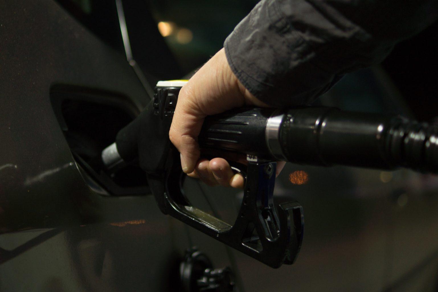 Эксперт рассказал, почему бензин в Казахстане будет только дорожать