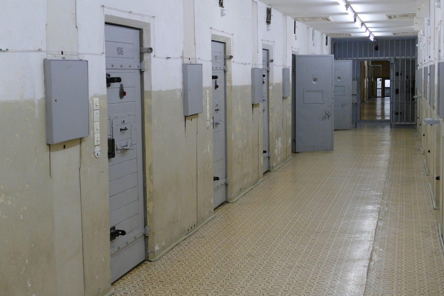 О жизни в дубайской тюрьме рассказали участницы голой фотосессии