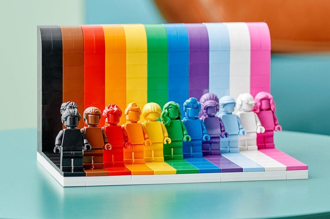 Lego выпустит первый ЛГБТ-набор
