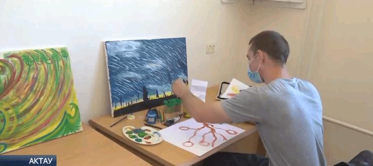 Заключенный из колонии в Мангистауской области рисует картины, которые продаются на международных аукционах