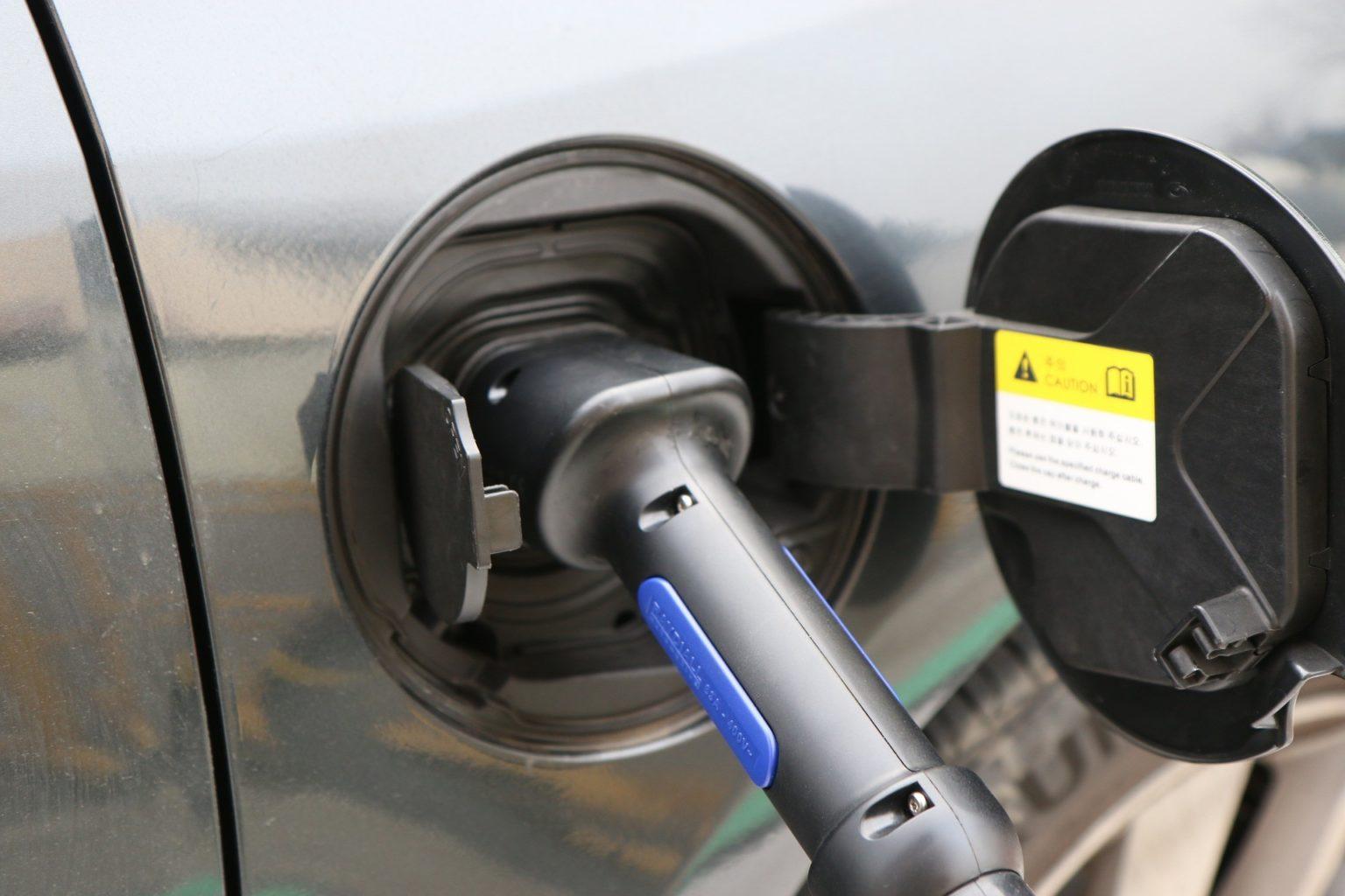 В 2027 году электромобили станут дешевле, чем автомобили на бензине