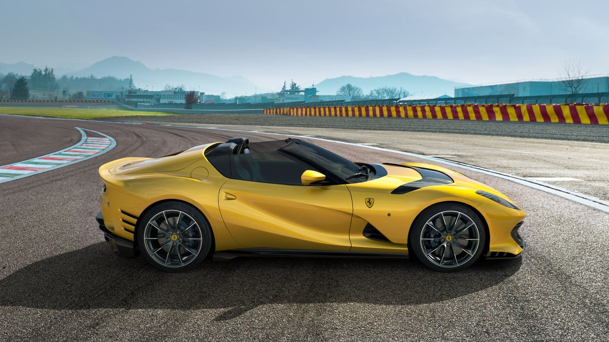 Ferrari представила два мощнейших дорожных суперкара в своей истории