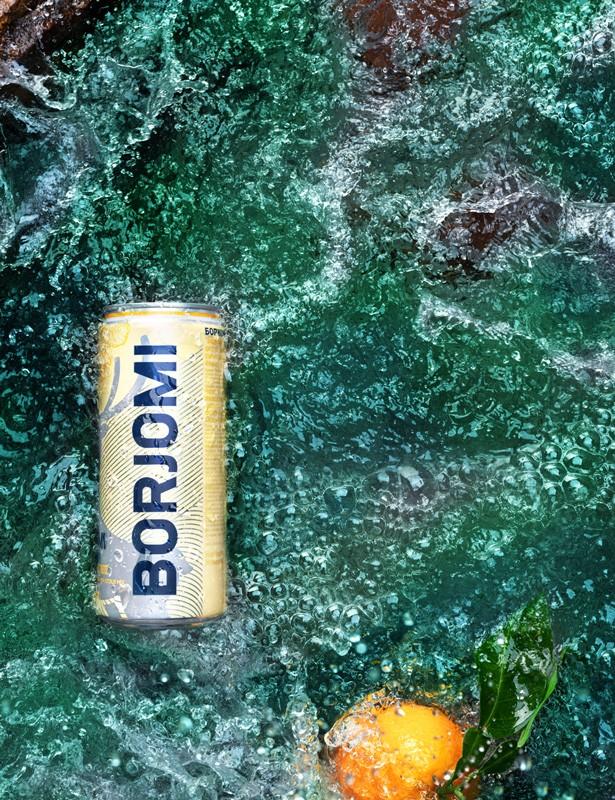 Borjomi с ароматами содержит дикую природу