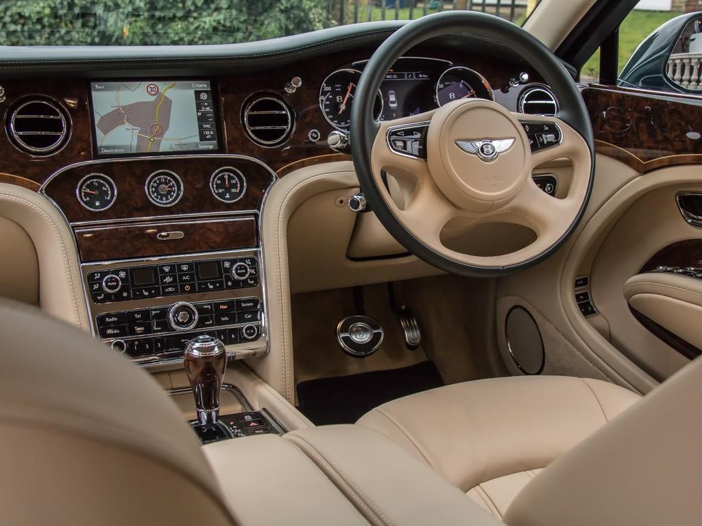 Bentley, принадлежавший Елизавете II, продали за 2 000