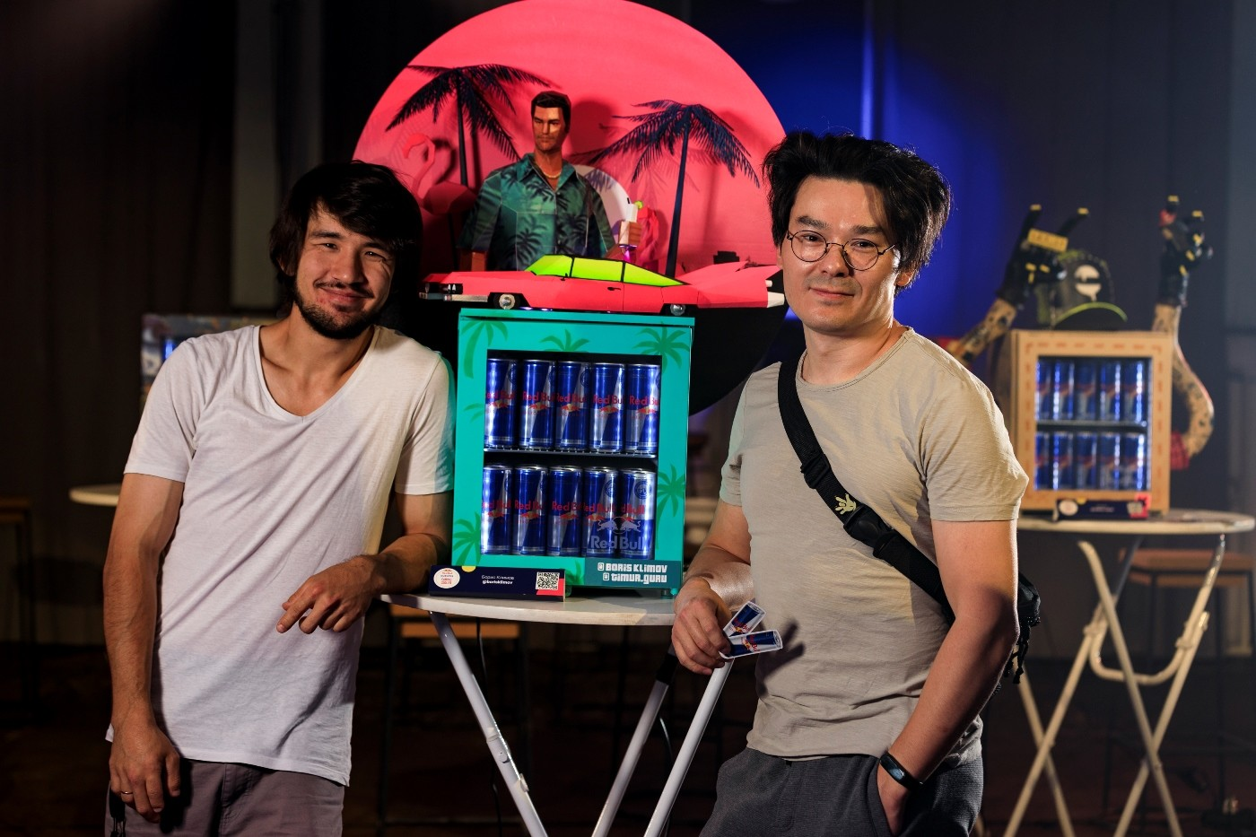 «Робот-цыпленок»,  «Холодильник-путешественник» и пейзажи Vice City. В Алматы прошел креативный проект Red Bull Curates: Canvas Cooler