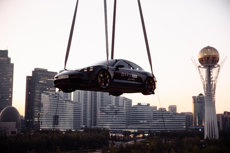 Рассекая столичный закат: в Нур-Султане Porsche Taycan подняли в небо