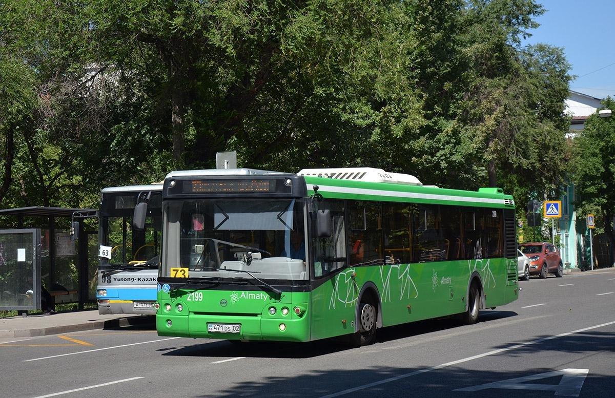 Скандал на почве расовой принадлежности: пьяный алматинец оскорбил парня в автобусе