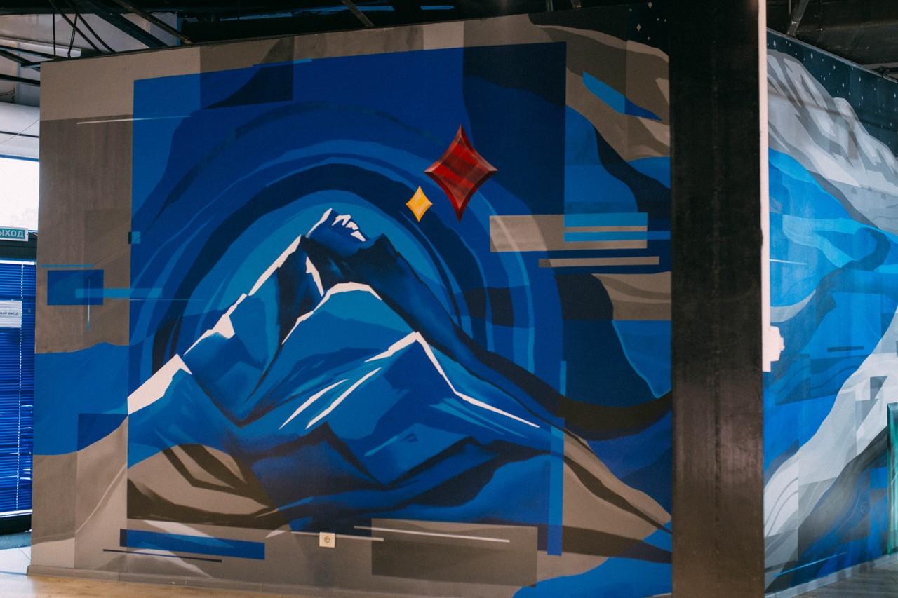 Дань искусству: оммаж на картину Абылхана Кастеева «Турксиб» украсил офис казахстанской компании
