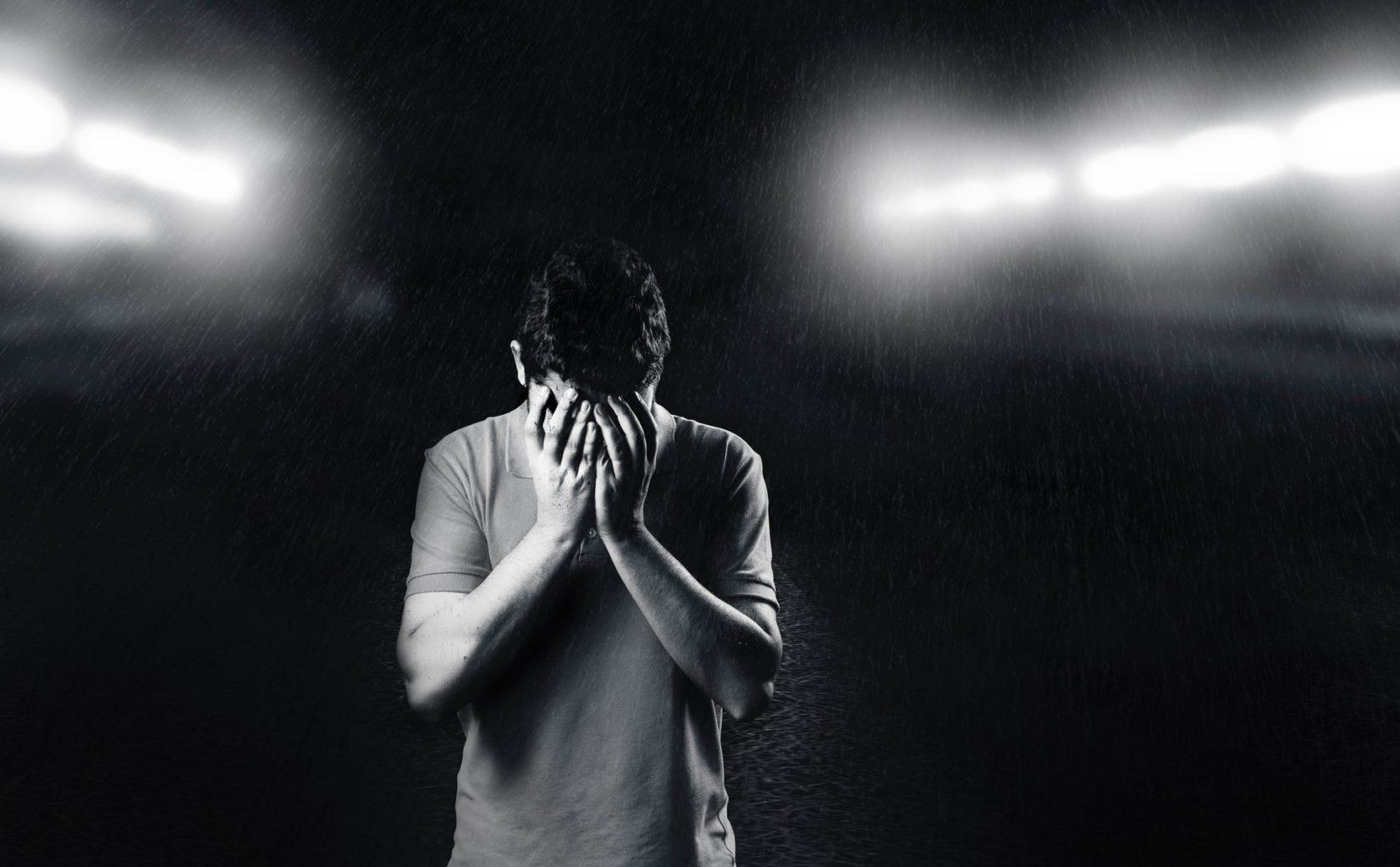 """""""Дыра, в которую уходит вся жизненная энергия"""". Колумнист Esquire.kz о личном опыте борьбы с депрессией"""