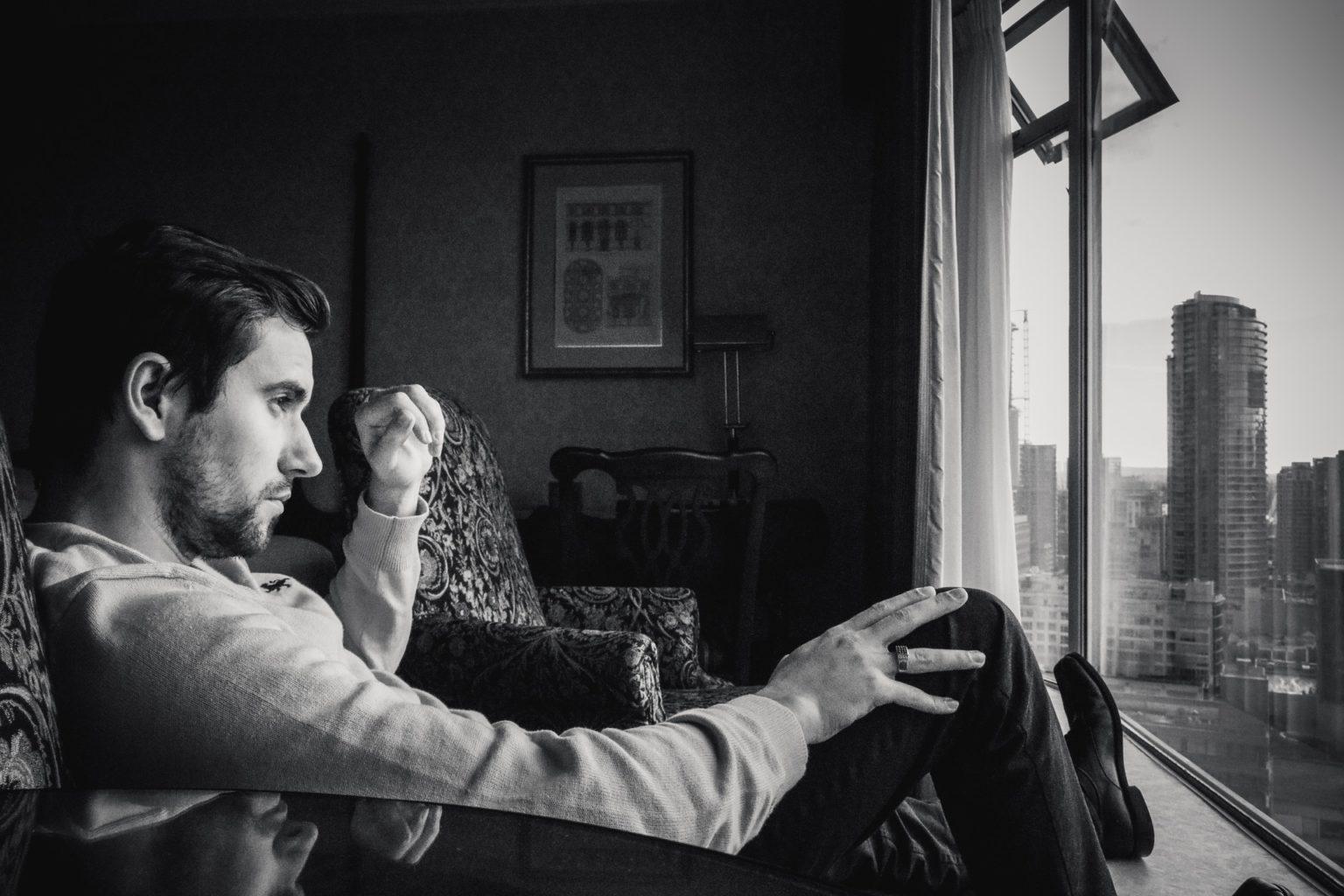 Рецепты счастливой жизни, которые не работают. Колумнист Esquire.kz о бульварной психологии и ее верных последователях