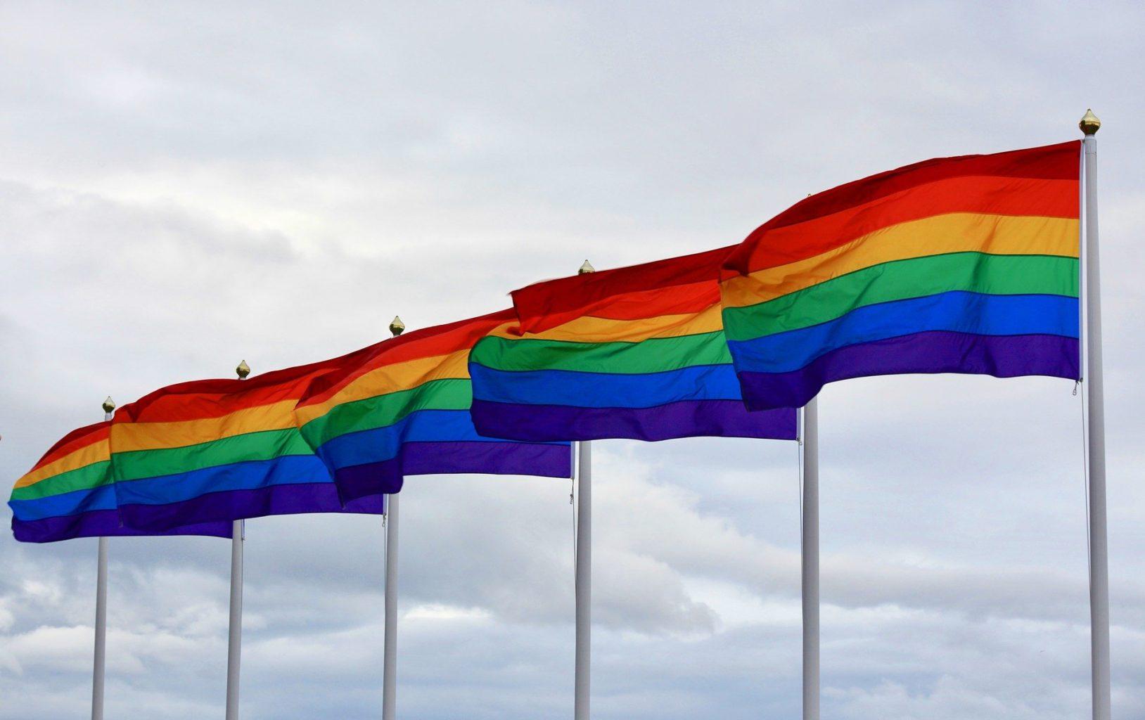 Флаг ЛГБТ вывесят над зданием Госдепа США