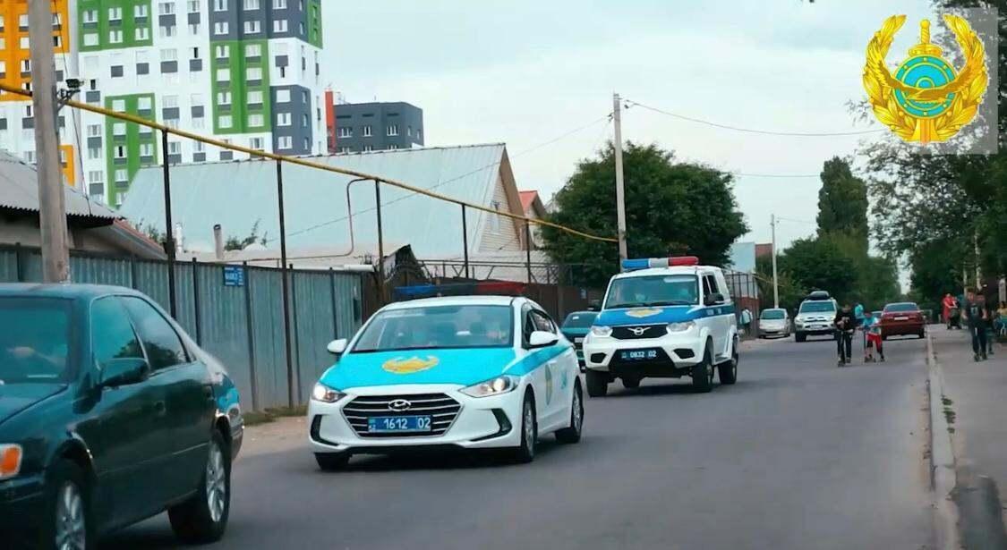 Автомобиль замначальника ДП Алматинской области обстреляли на трассе