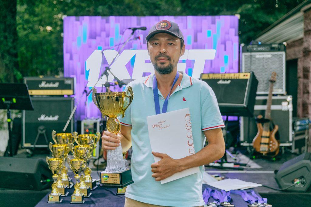 В Алматы полсотни мужчин сразились за звание победителя любительского теннисного турнира 1xBet Open