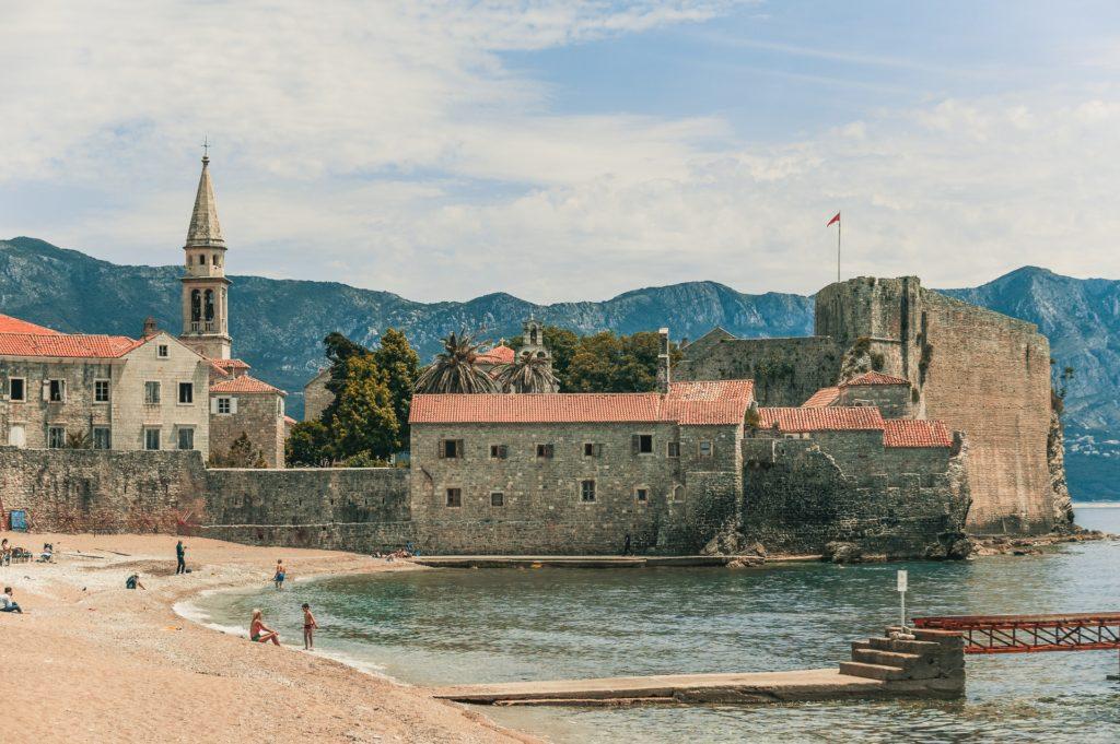 Черногория ужесточает правила въезда для туристов