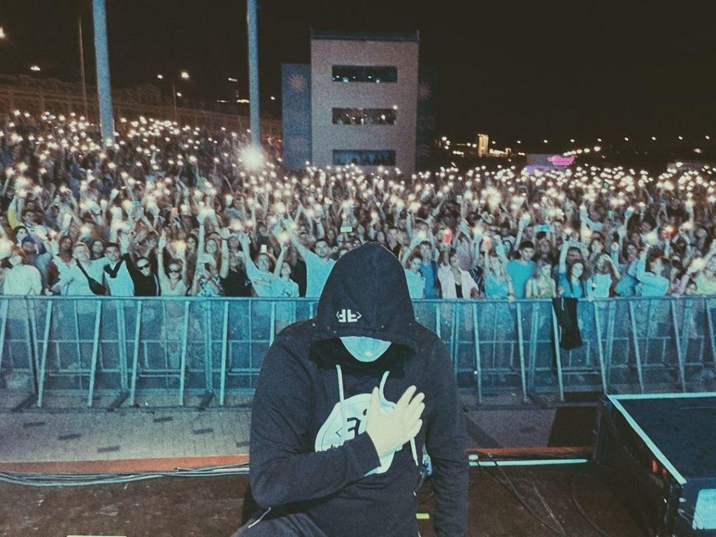 Иманбек выступил на музыкальном фестивале в России