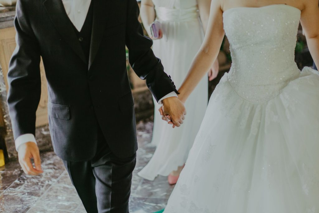 Теперь можно. В Казахстане разрешили проводить свадьбы, юбилеи и банкеты