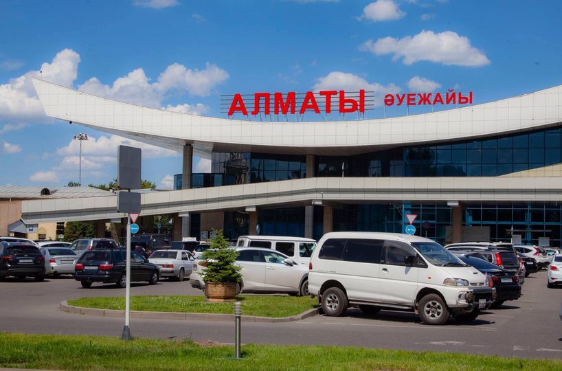 Из-за усиления досмотра в аэропорту Алматы возникло столпотворение