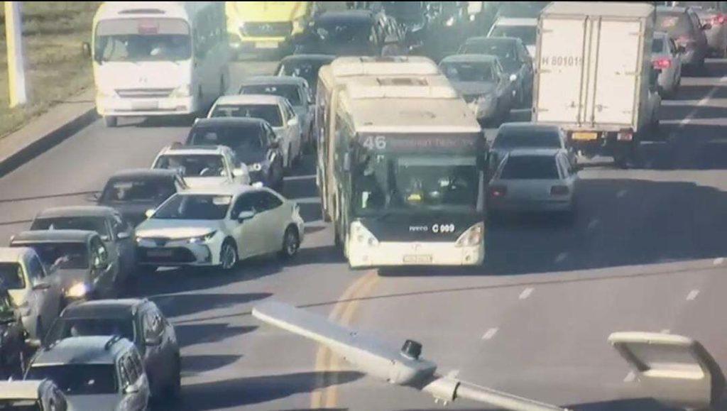 9 водителей автобусов лишили прав за выезд на встречку