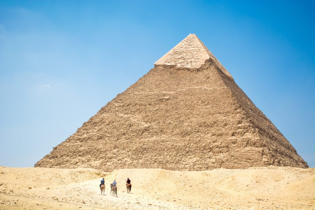 К Земле приближается астероид размером с Великую пирамиду Гизы